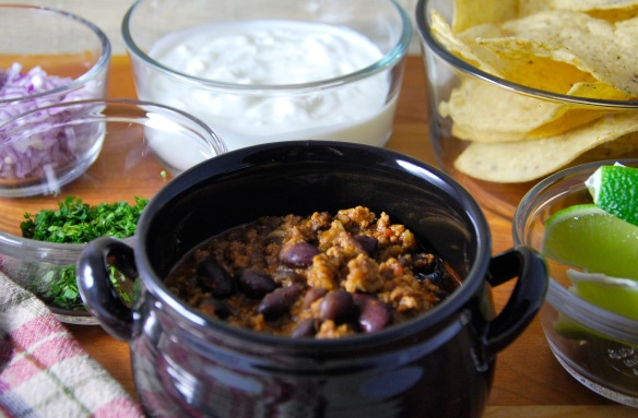 chili and toppings